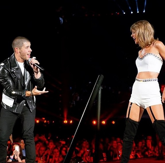 Nick Jonas Is A Swiftie But Says His Favorite Taylor Song Is Too Controversial To Reveal Hellogiggles