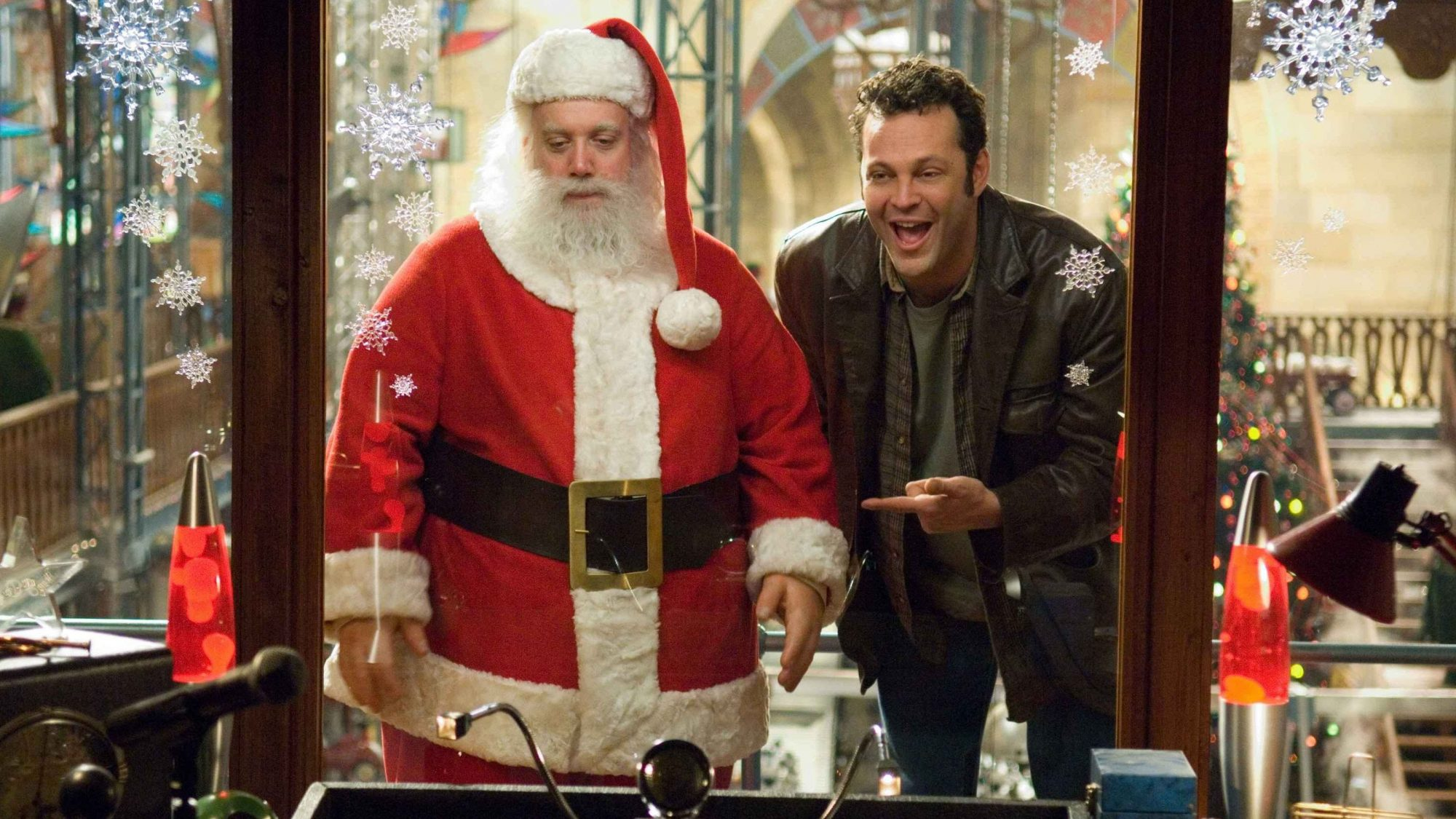 Everything you never noticed about 'Fred Claus' | HelloGiggles