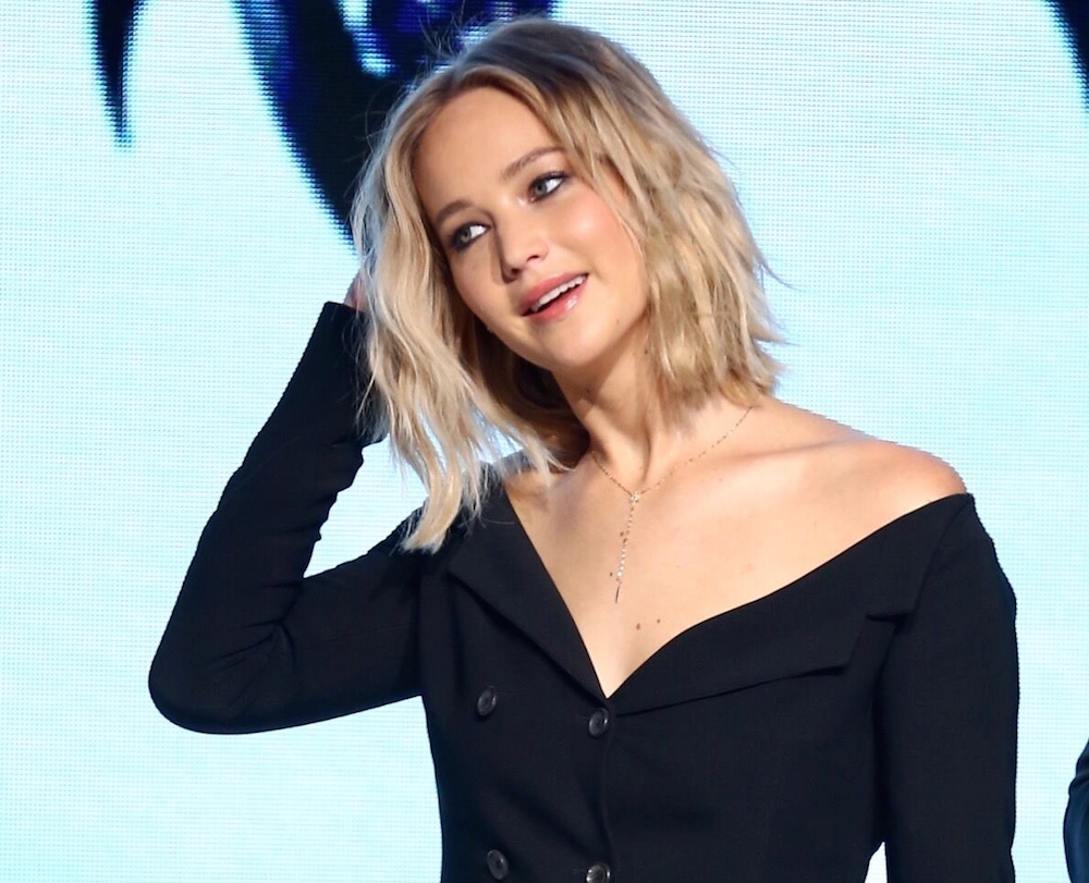 Jennifer Lawrence Has Long Hair And We Can T Wait To Steal Her Look For 2017 Hellogiggles