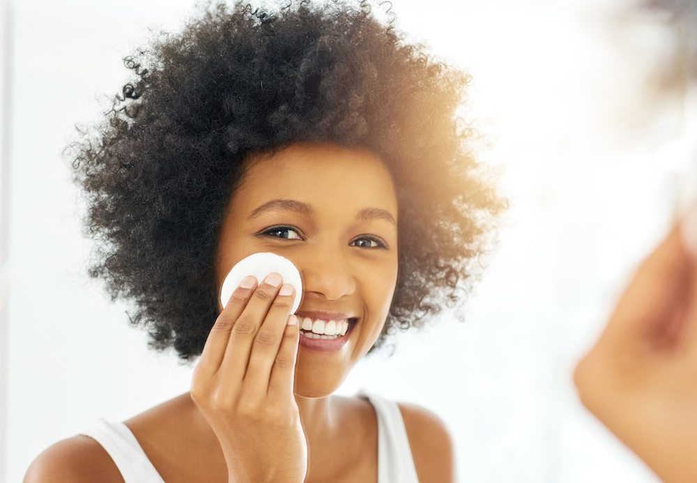 What Does Toner Do? We Asked An Expert About Face Toners | HelloGiggles