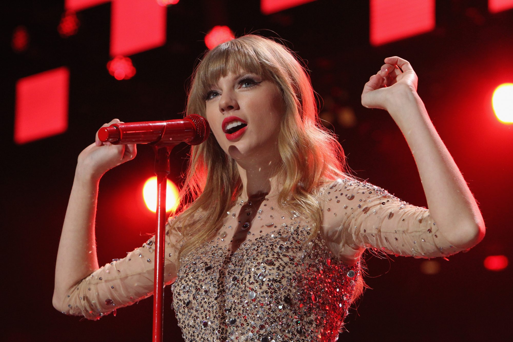 Taylor Swift Red Lands In Rolling Stone S 100 Greatest Albums Of All Time Hellogiggles