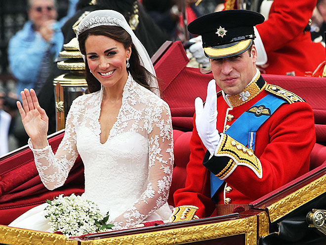 Prince William and Kate Middleton UNSIGNED photo Z1182 On their wedding day
