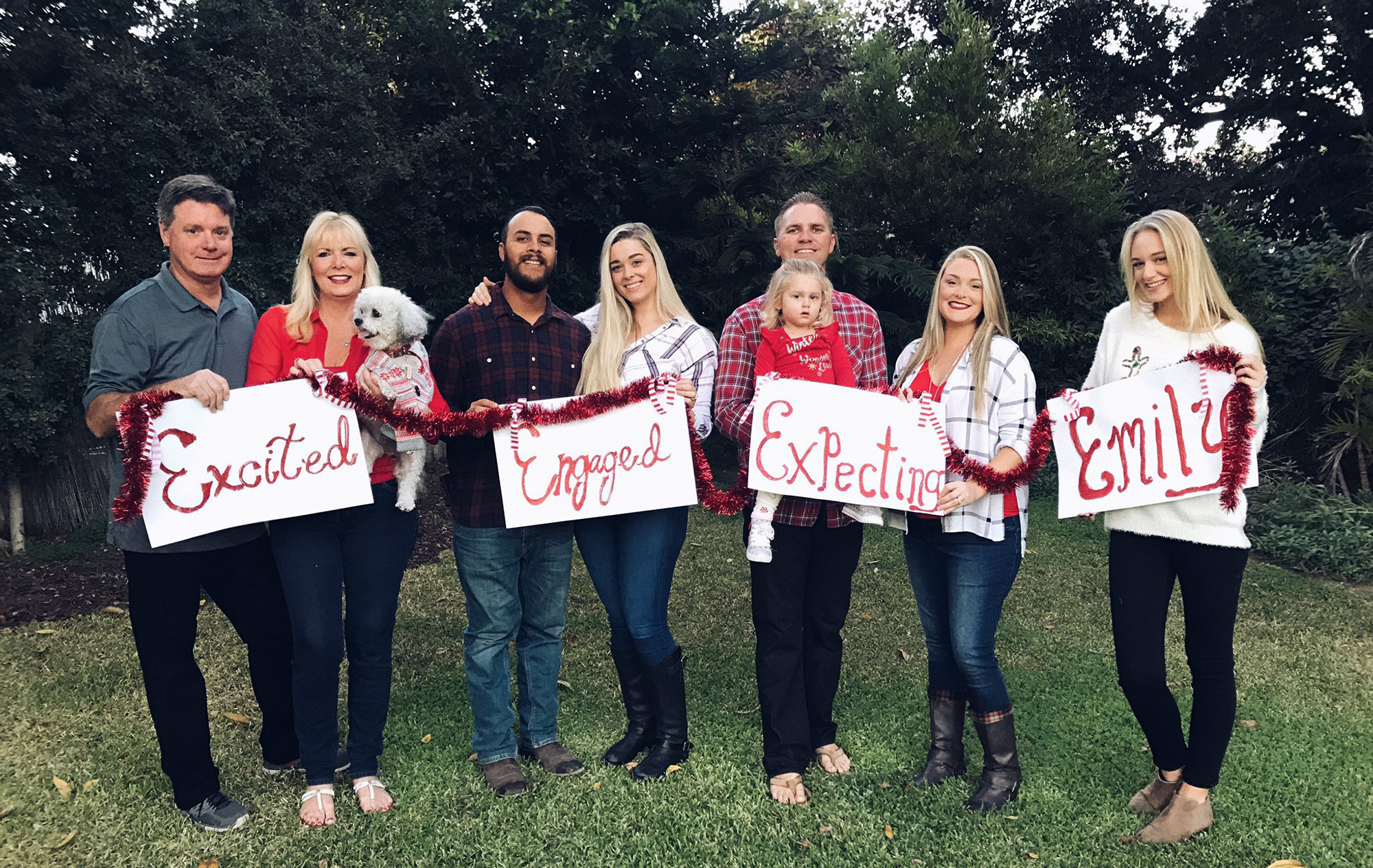 Daughter Embraces Her Single Status In Hilarious Family Christmas Card People Com