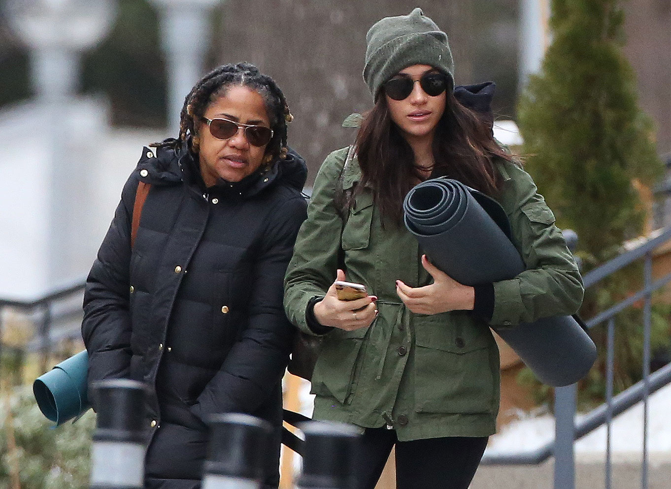 prince harry s girlfriend meghan markle goes to yoga with mom people com https people com royals photos meghan markle steps out for post christmas yoga with her mom