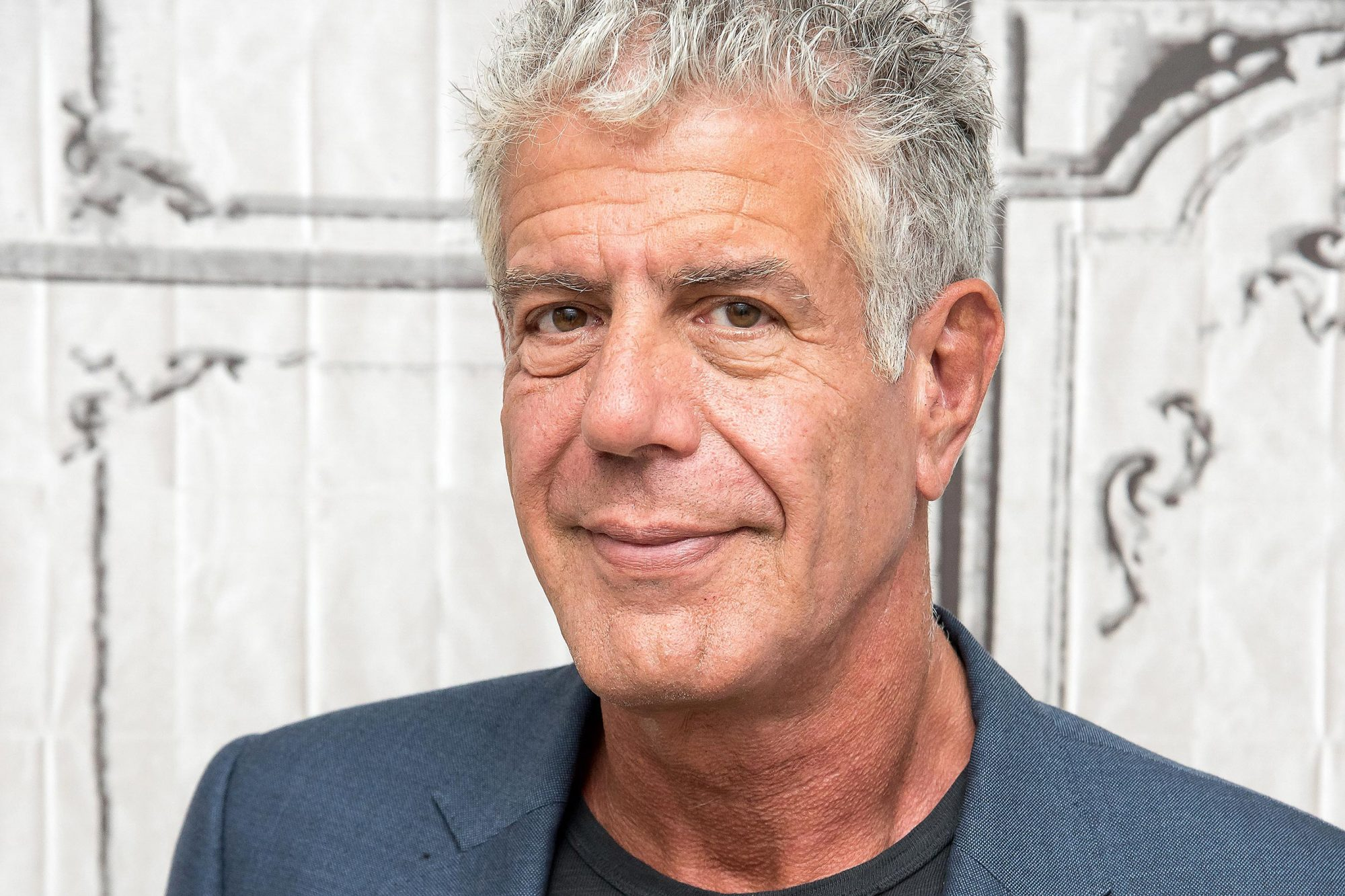 Chrissy Teigen, Gordon Ramsay และ More Mourn Death of Anthony Bourdain: 'Be at Peace Now'