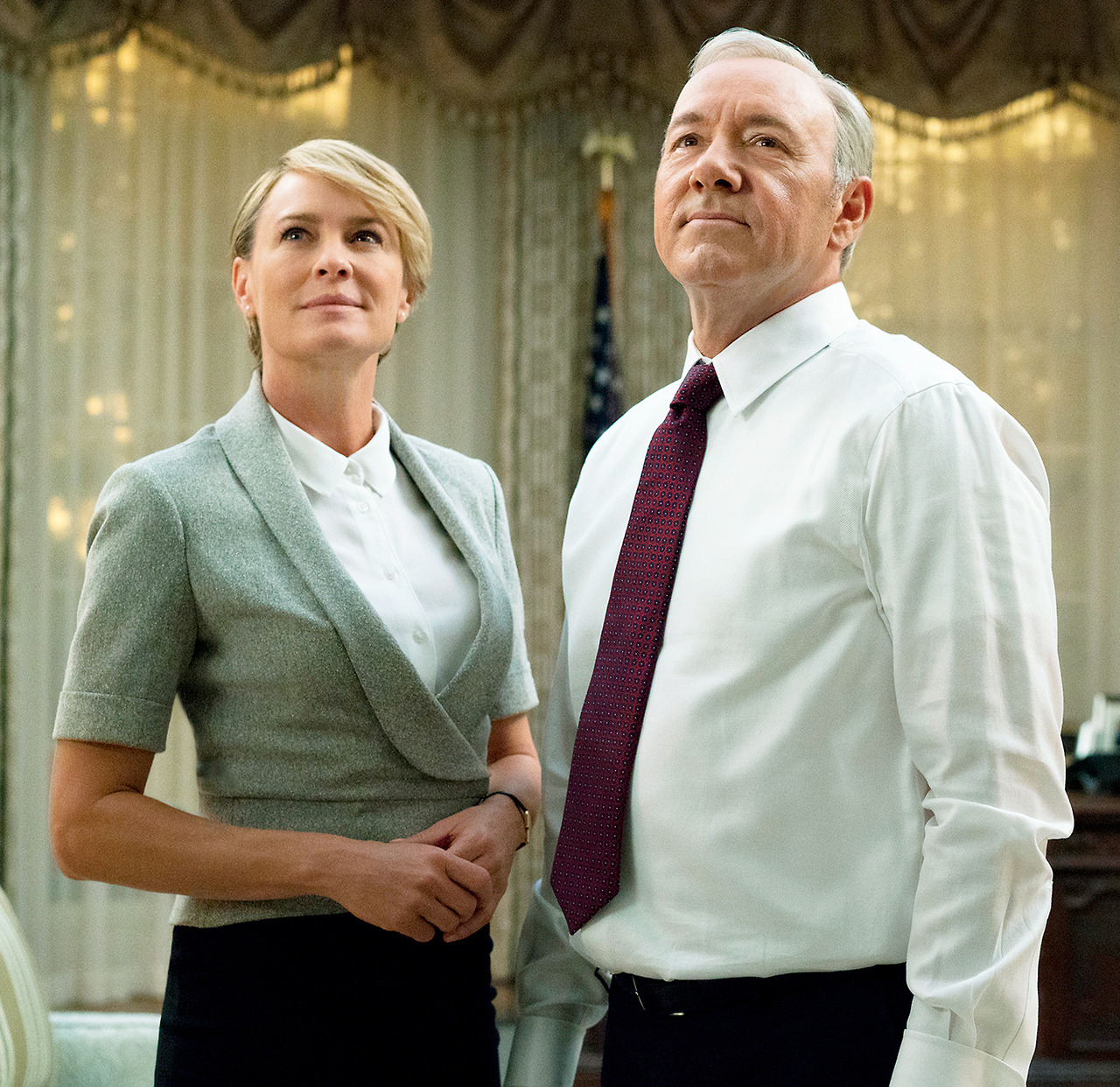 Robin Wright는 전 House of Cards Coster Kevin Spacey의 성폭행 혐의에 대해 열었습니다.