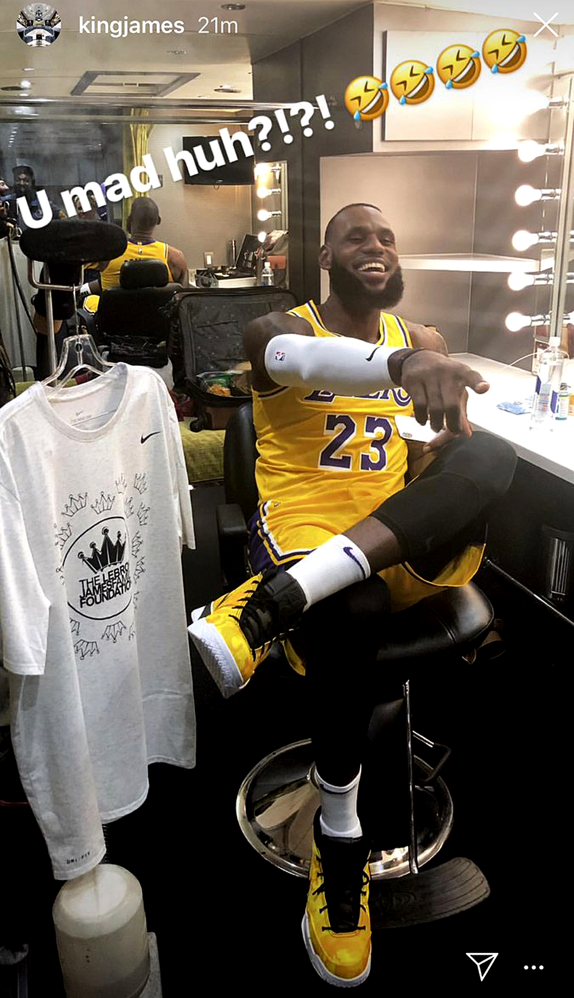 LeBron James Shares First Photo in Lakers Jersey | PEOPLE.com