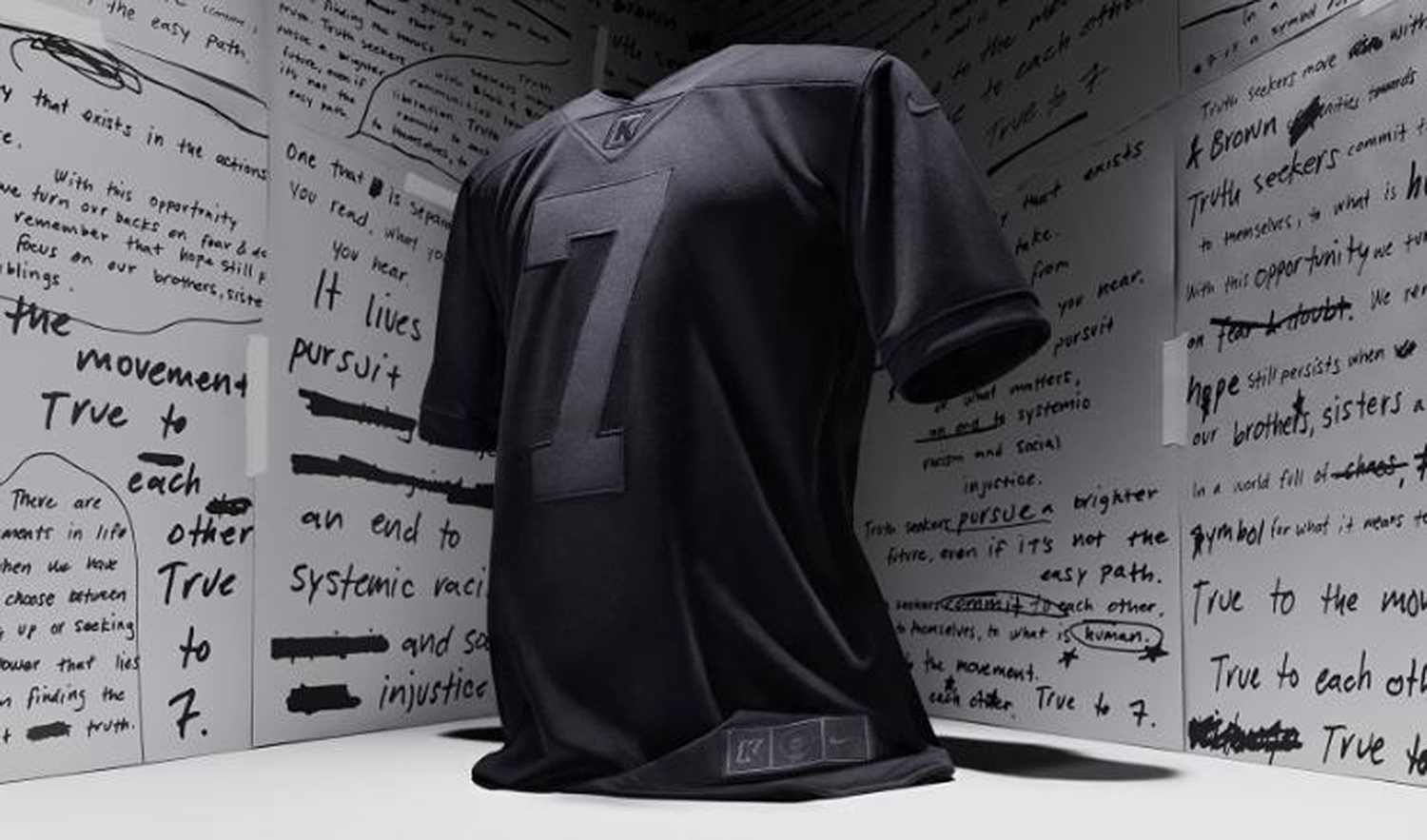 Nike S All Black Colin Kaepernick Jersey Sells Out People Com