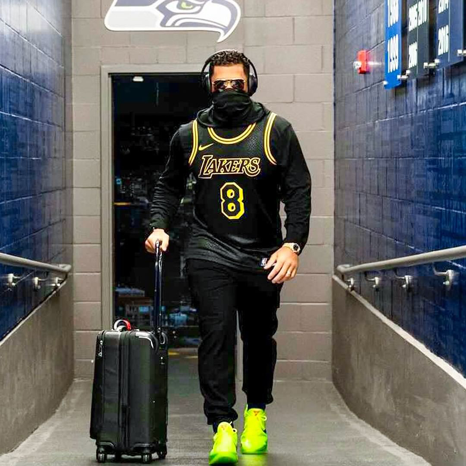 Russell Wilson Pays Tribute to Kobe Bryant with Jersey, Shoes ...