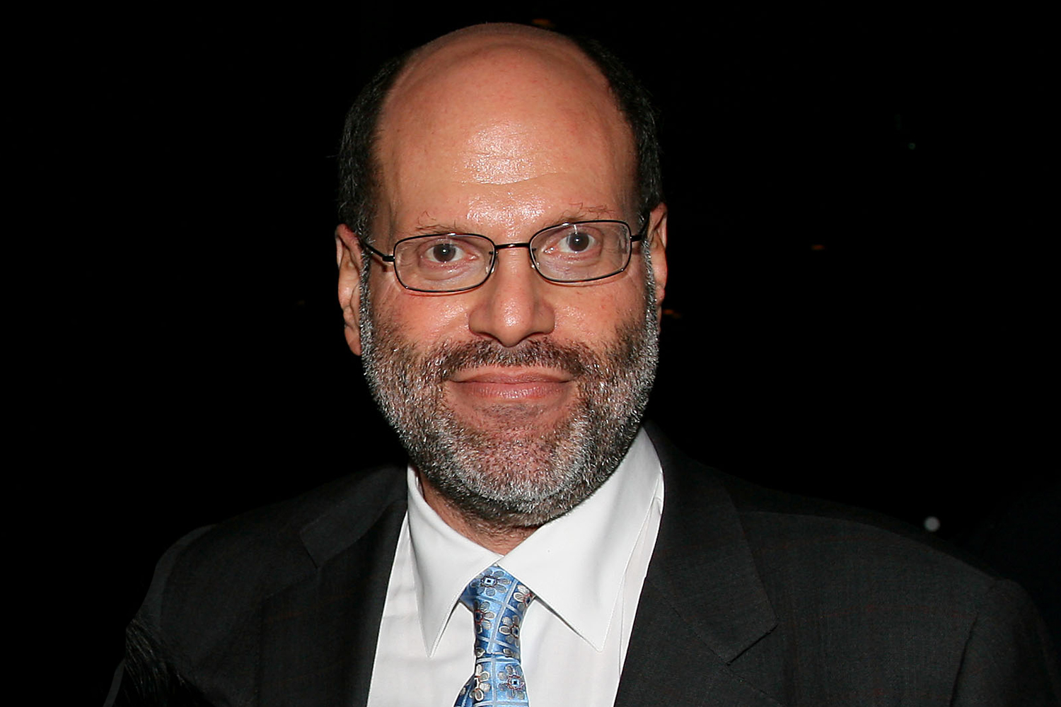 Scott Rudin dit qu'il prendra du `` recul '' de Broadway Productions au milieu d'allégations de comportement abusif