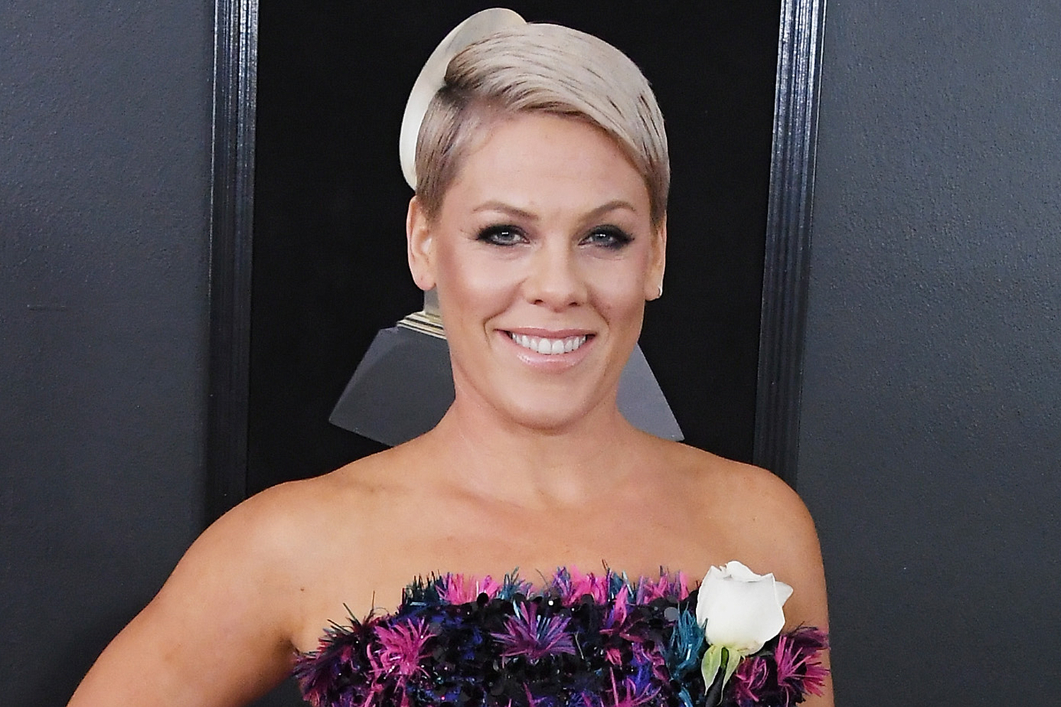 Pink Pokes Fun at High School Choir Instructor After School Cover Lagunya: 'I'm Overwhelmed'
