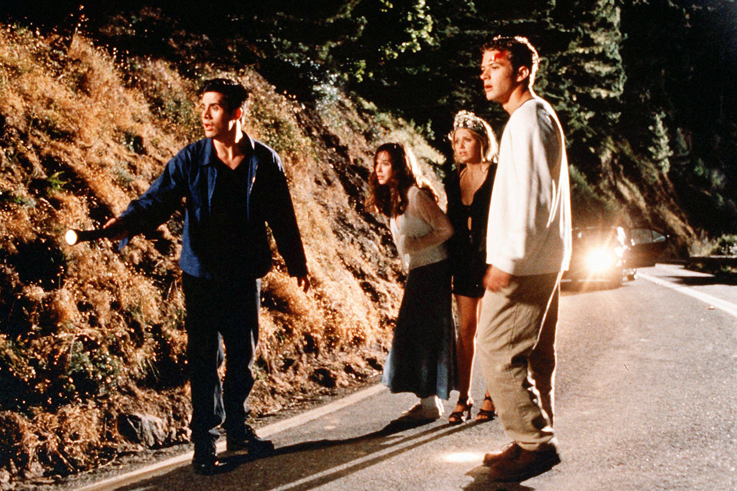 Jennifer Love Hewitt & Her I Know What You Did Last Summer Costers Surprise Reboot Cast 시청