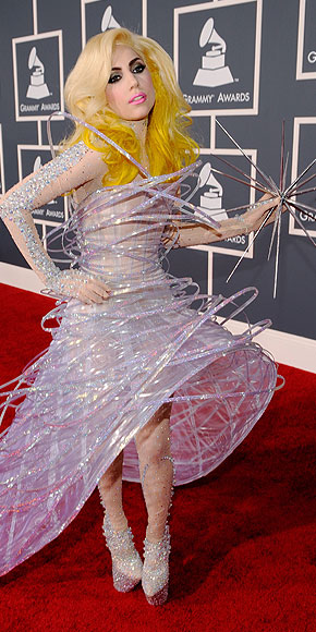 Lady Gaga,Peor vestidos 2010
