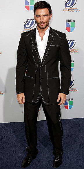 Julian Gil, Peor vestidos 2010