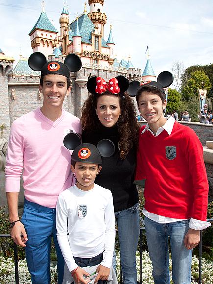 Edith Márquez, hijos Sebastián y Nicolás, y su sobrino Esteban