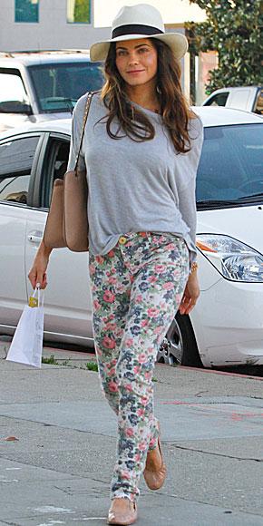 JENNA DEWAN, Floral pants