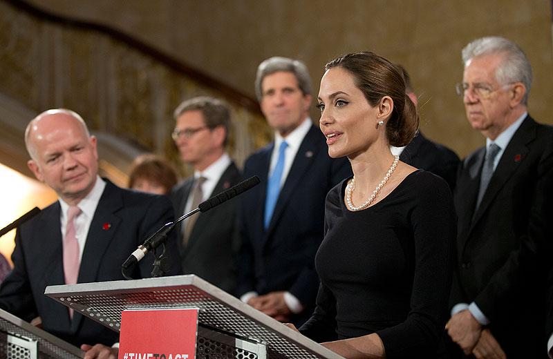 Angelina Jolie, Míralos
