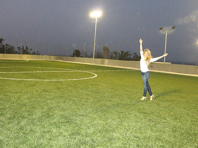 Shakira, Fundación Pies Descalzos