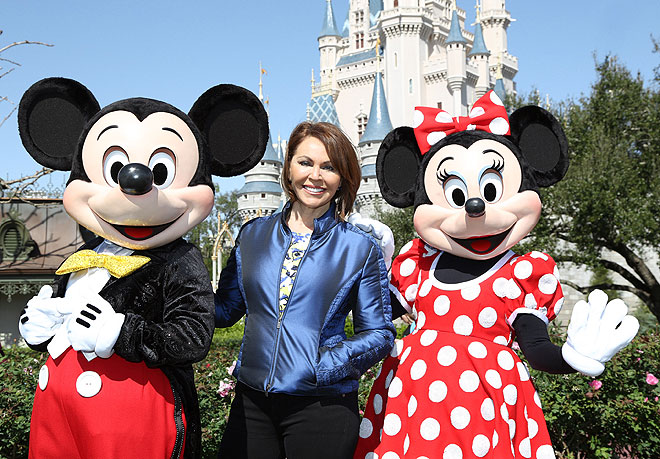 María Elena Salinas, Minnie Mouse, Micky Mouse, Disney