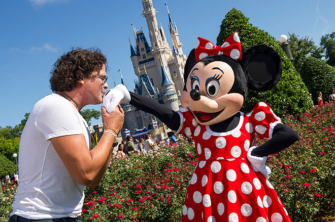 Carlos Vives, Minnie Mouse, Disney