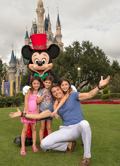Juan Soler, Mía, Azul, Micky Mouse, Disney