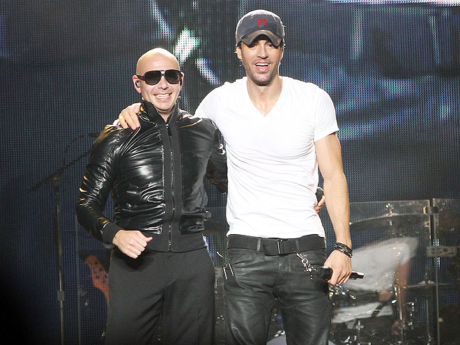 Enrique Iglesias, Pitbull, Míralos