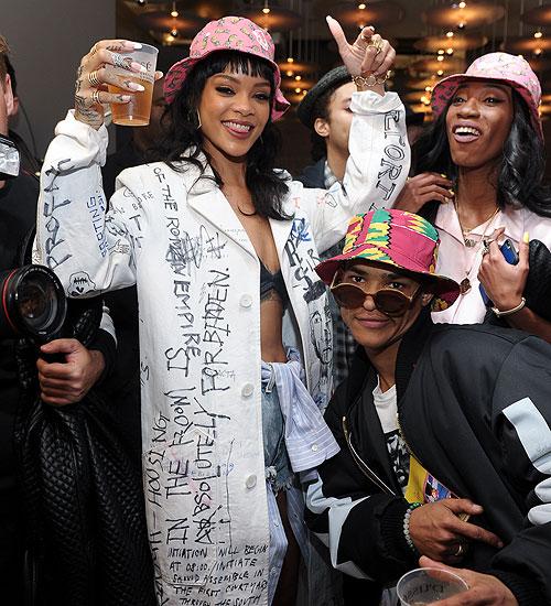Rihanna, Melissa Forde, Míralos