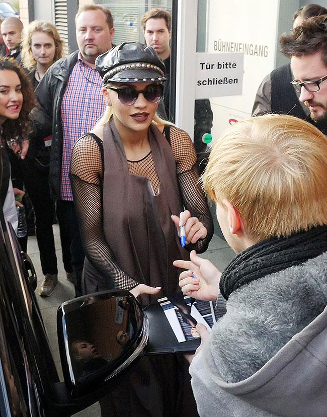 Rita Ora, Míralos