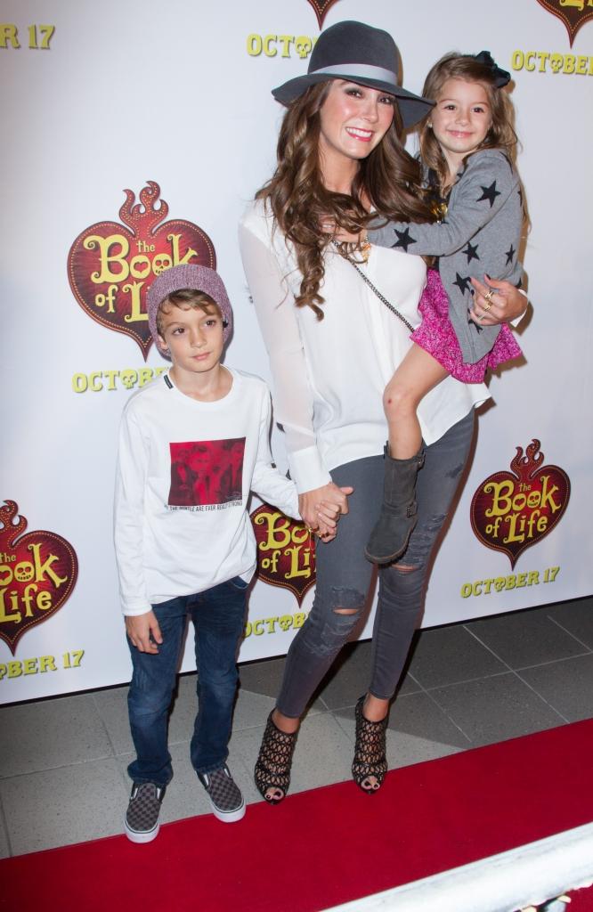 Elizabeth Gutiérrez y sus hijos, Christopher y Kailey