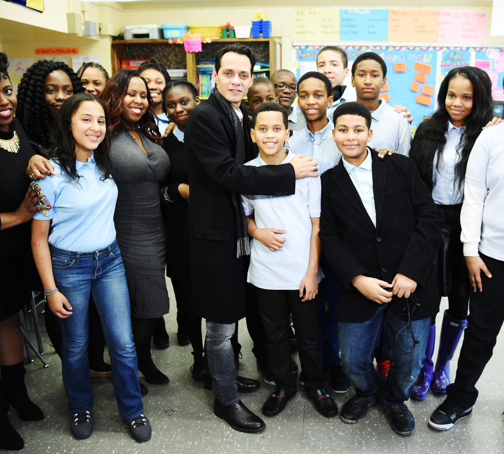 Marc Anthony en escuela de Brooklyn