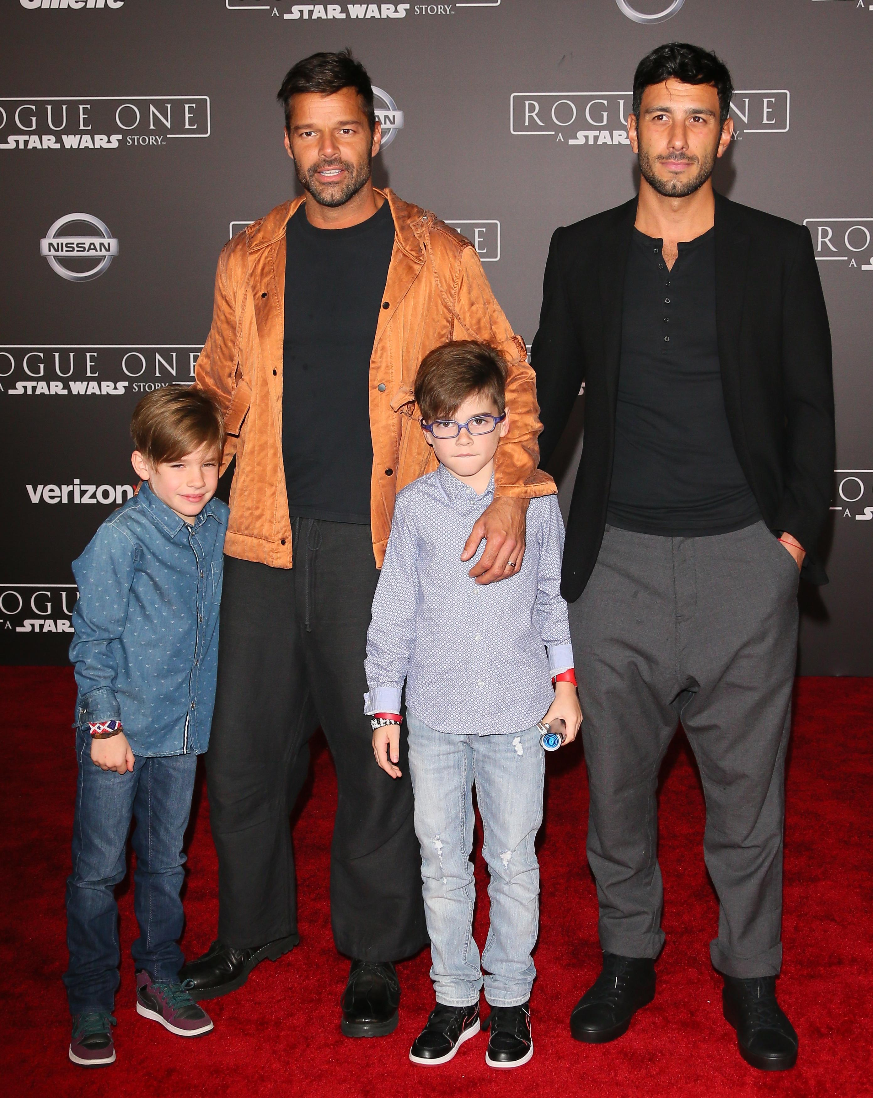 Ricky Martin y Jwan Josef con hijos