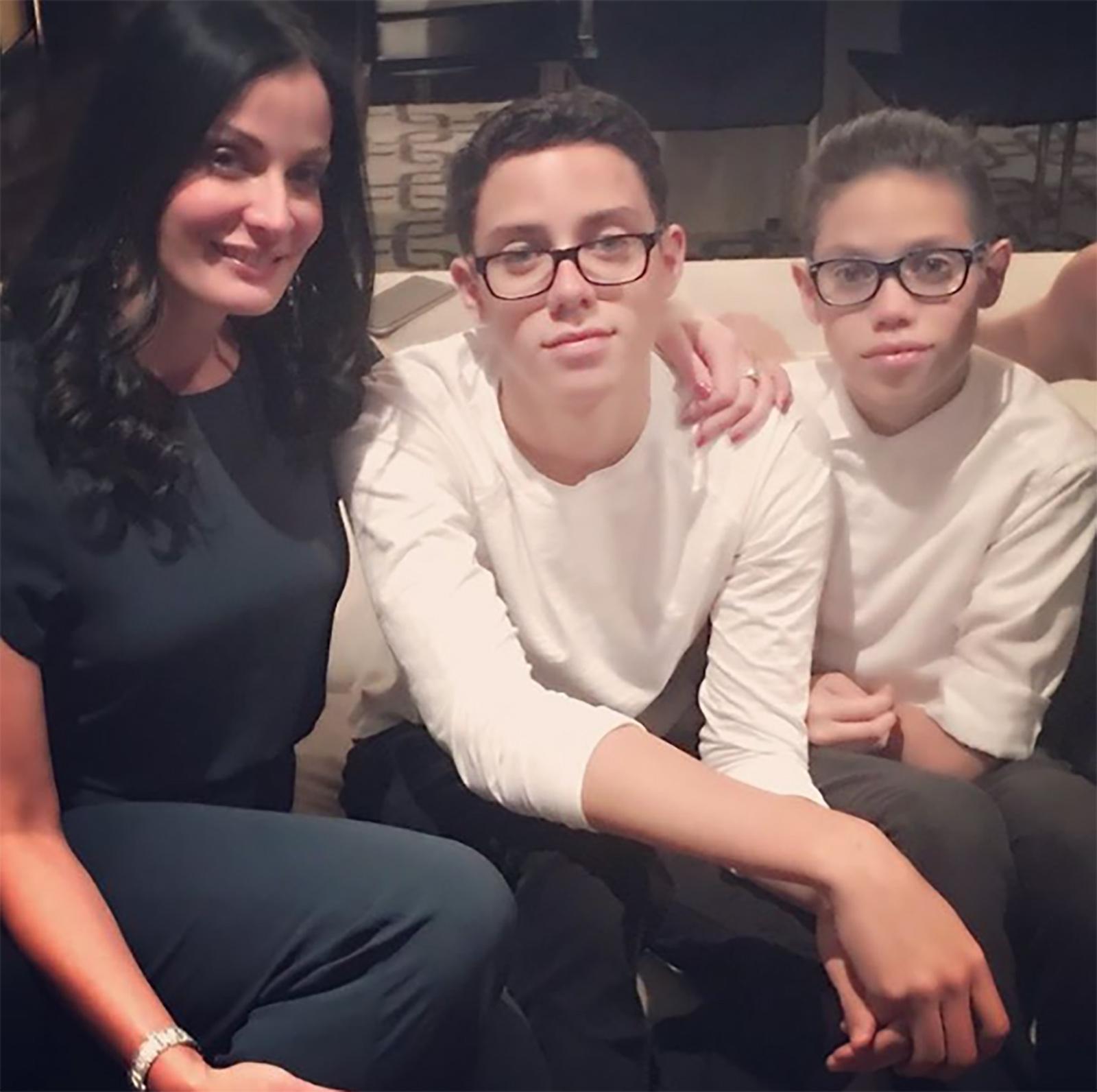 Dayanara Torres y sus Ryan y Cristian