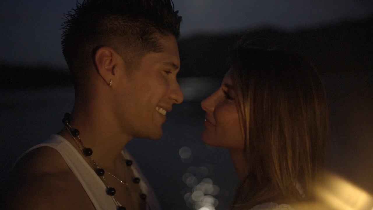 Jesús Chino Miranda, y su novia, Natasha Araos,
