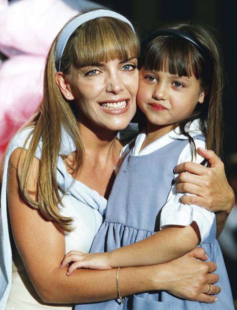 Andrea Lagunes, Laura Flores, Gotita de amor