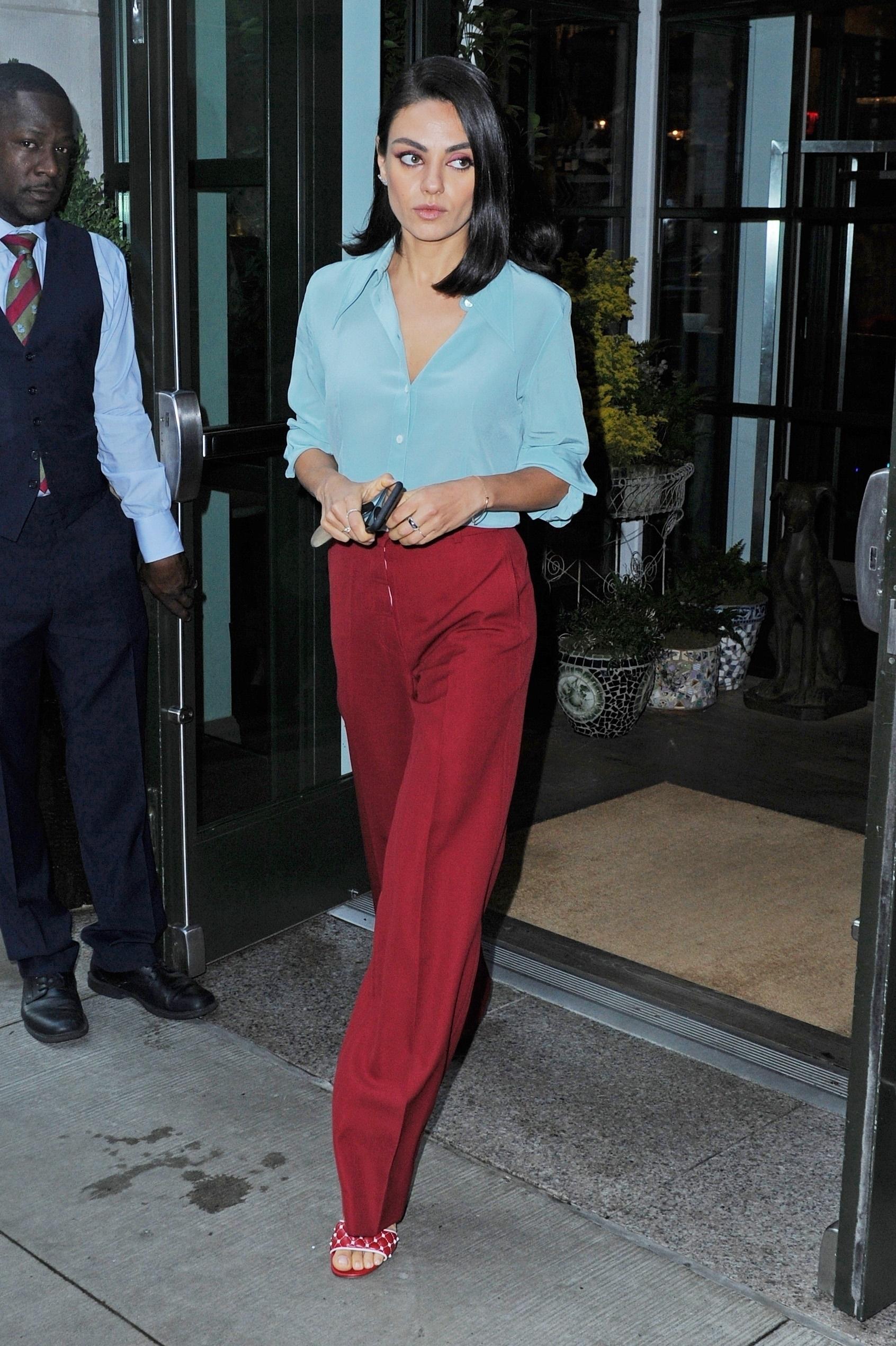 Mila Kunis, looks