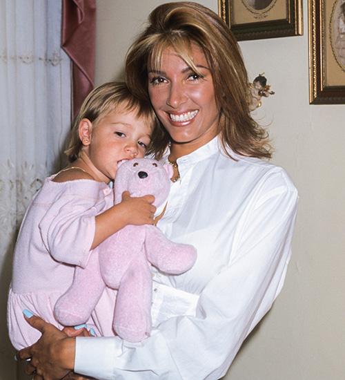 Catherine Fulop y Oriana en 1998