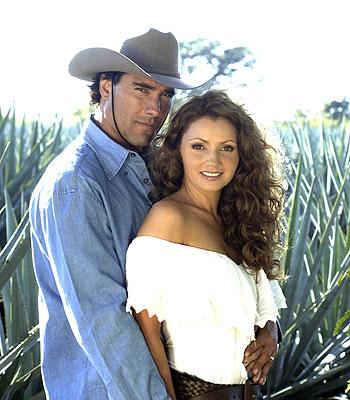 Eduardo Yañez y Angelica Rivera