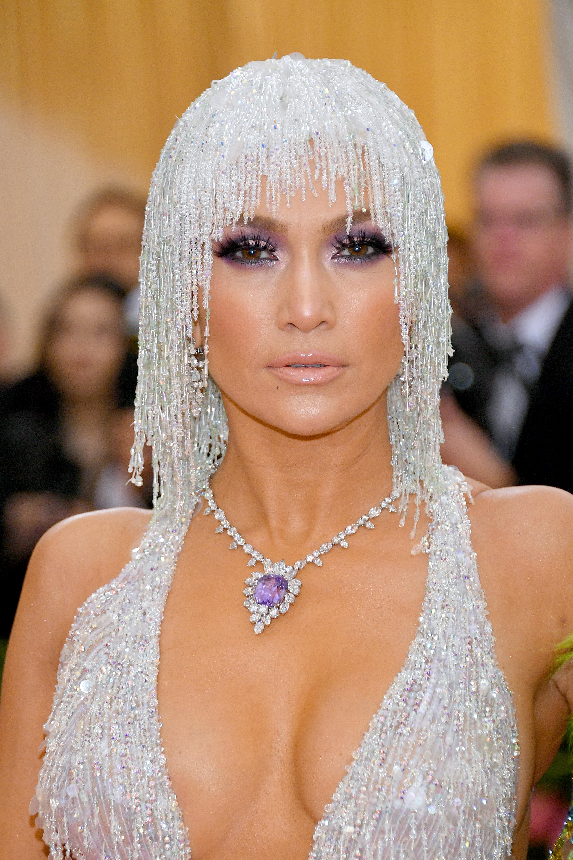 Jennifer Lopez, look, belleza, maquillaje, met gala, 2019