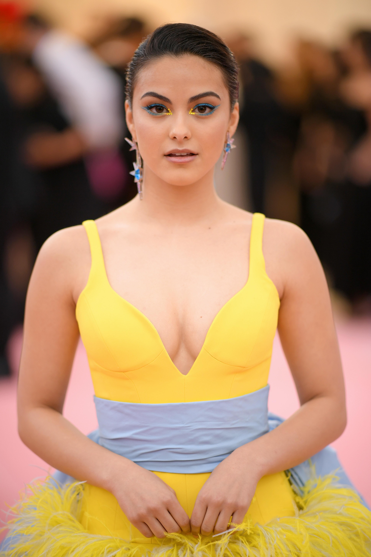 Camila Mendes, look, belleza, Met gala, 2019