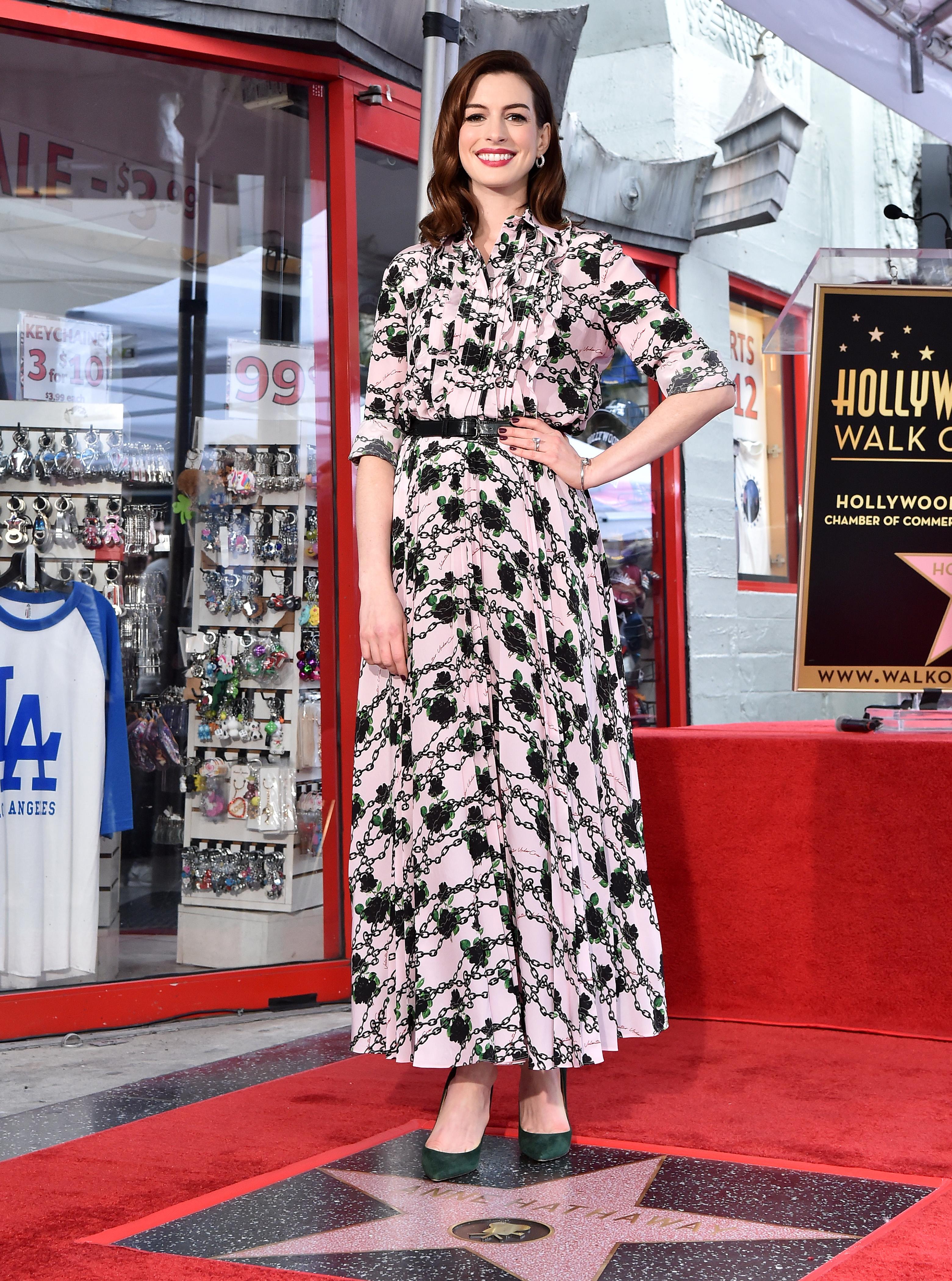 Anne hathaway, looks, estrella, walk of fame, hollywood