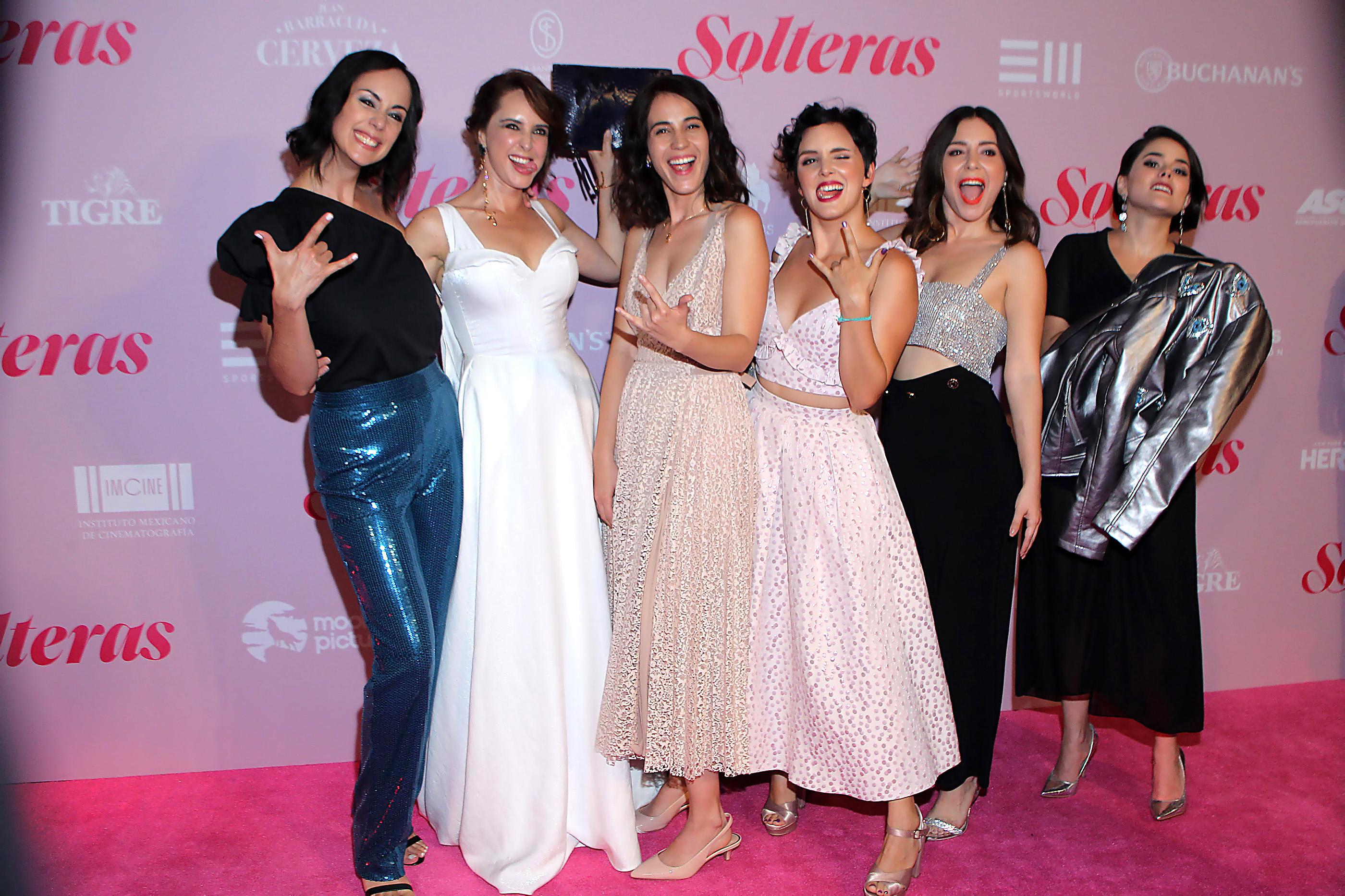 Gaby de la Garza, Irán Castillo, Cassandra Ciangherotti, Mariana Cabrera, Diana Bovio, Tatiana Del Real