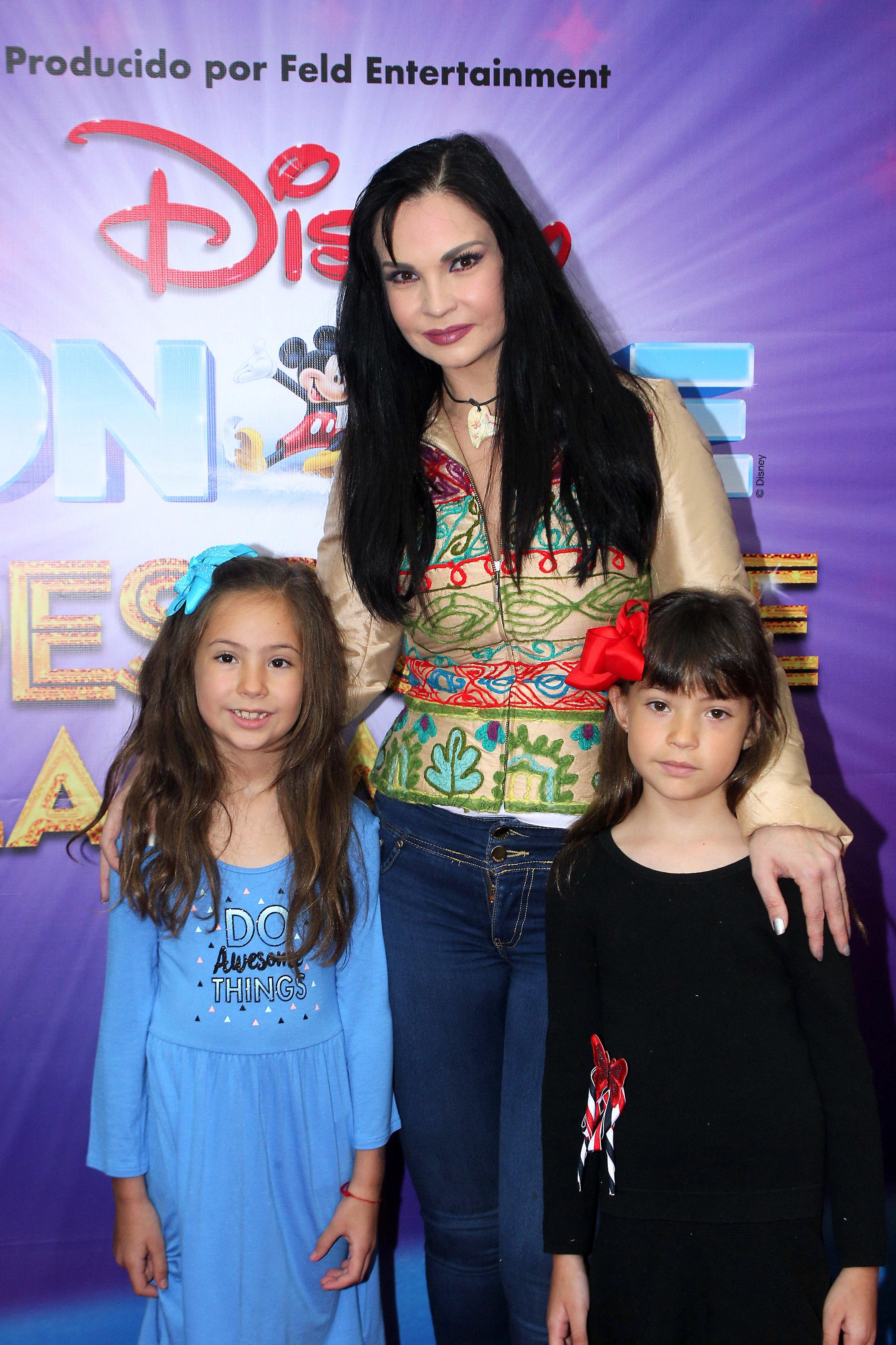 Ana Patricia Rojo e hijas