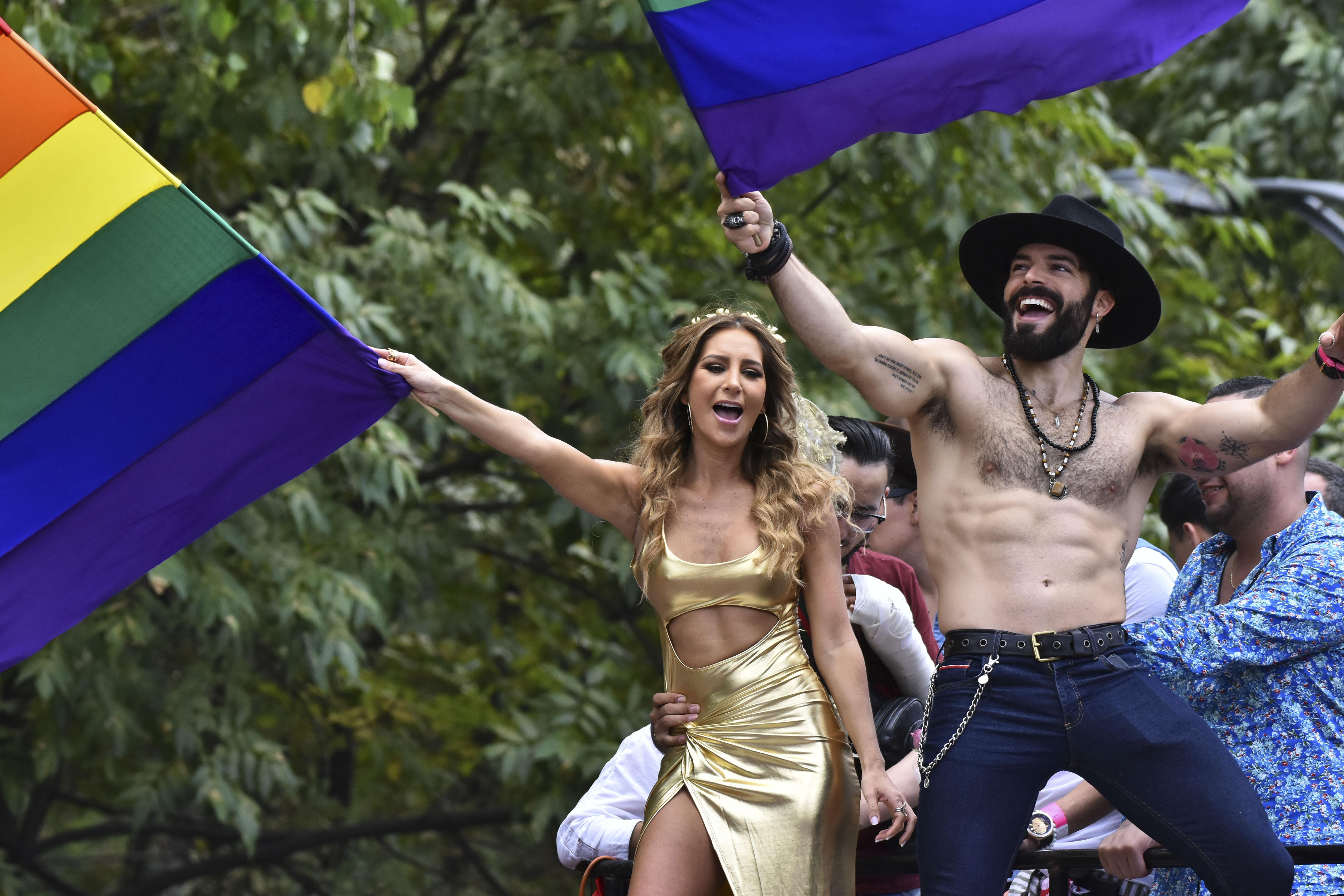 Geraldine Bazán y Adrian Di Monte celebrando el Día Internacional del Orgullo LGBT