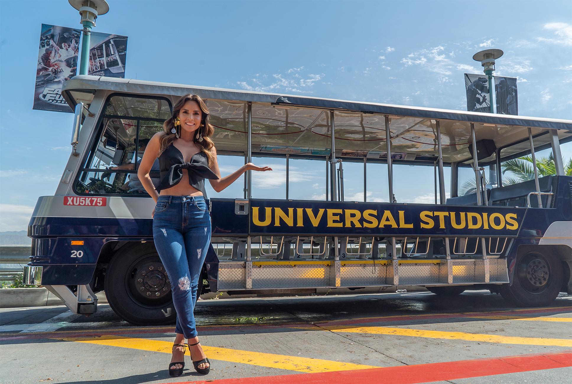 Carmen Villalobos host Spanish Studio Tour de Universal Studios Hollywood