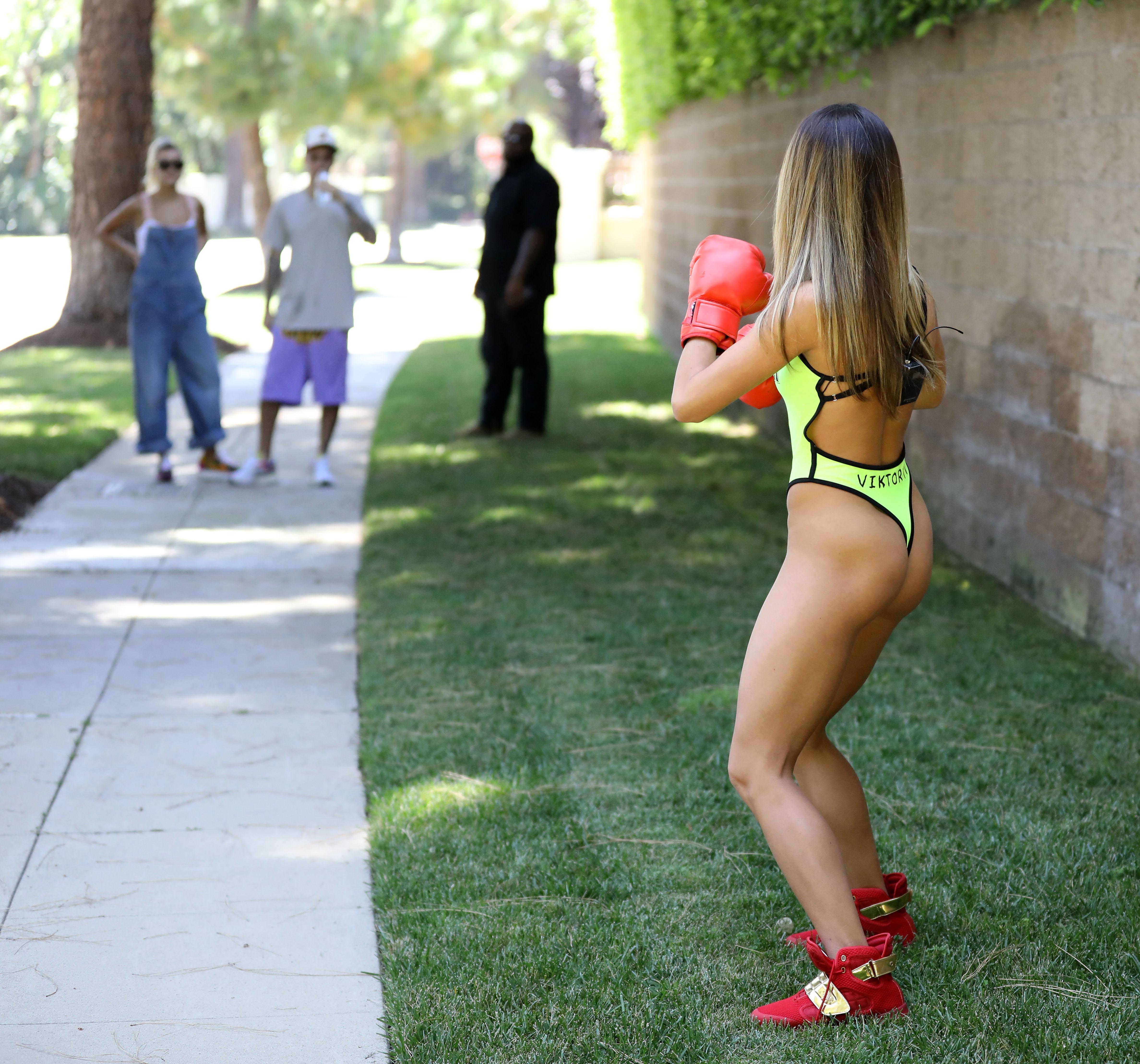 Hailey Baldwin y Justin Bieber prank mujer boxeo