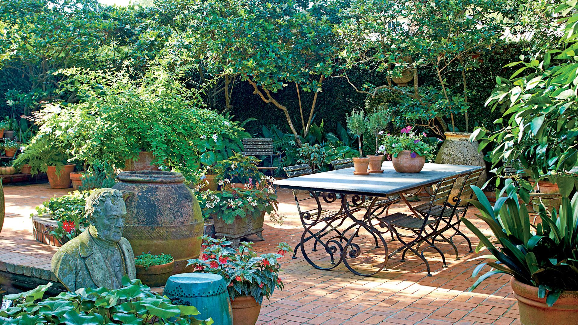 7 Backyard Makeover Tips If You Dream