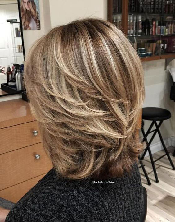Layered Hairstyles Short Haircuts For Women Over 50 2019 106