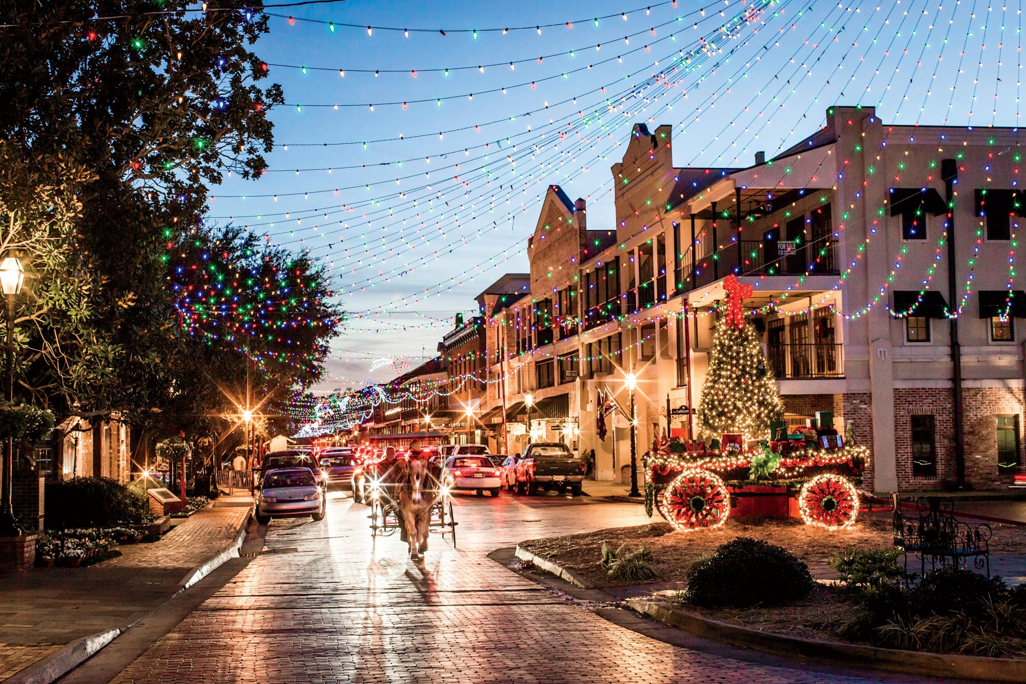 Savannah Georgia During Christmas 2021 The South Iacute S Best Historic Christmas Home Tours Southern Living