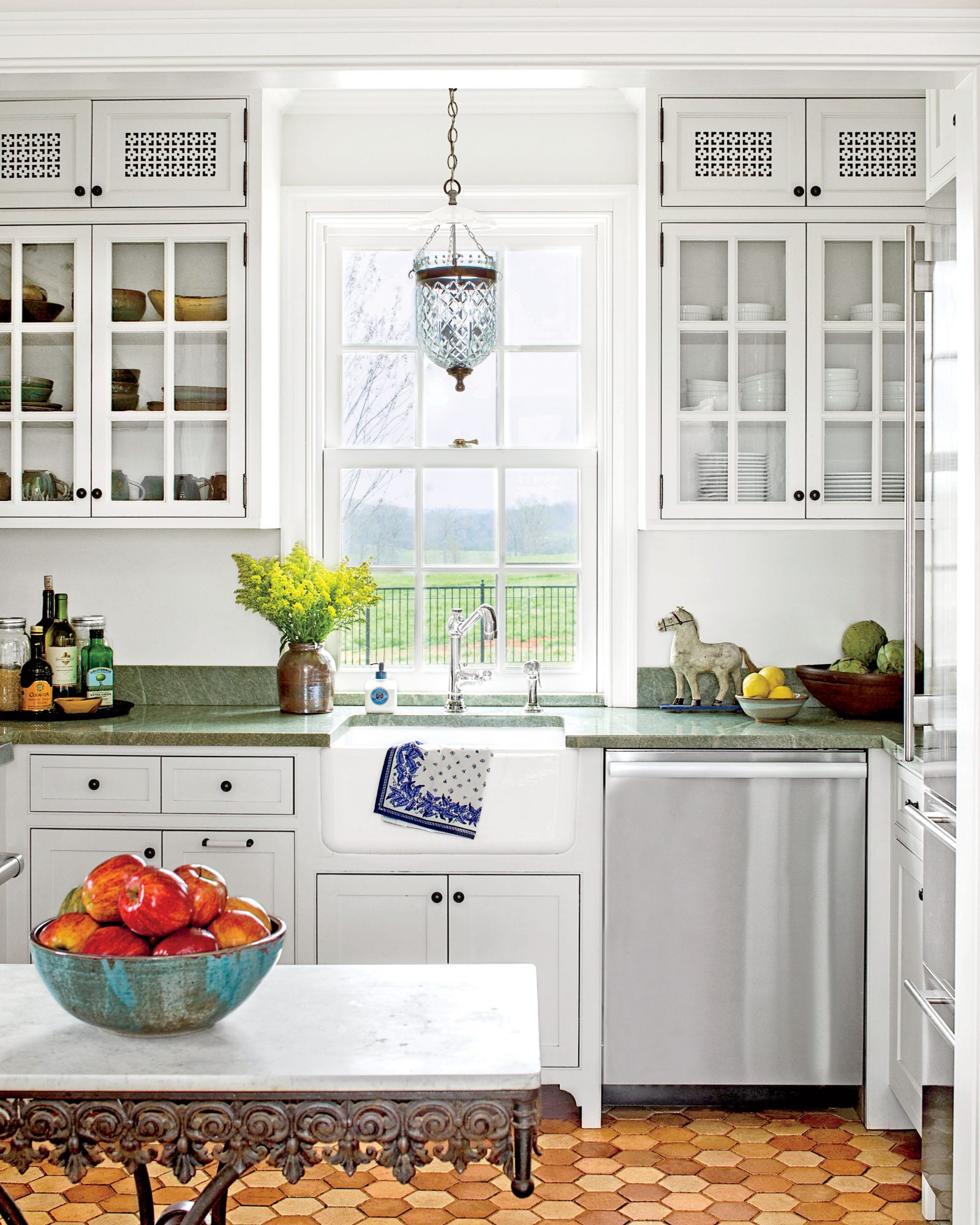 Why The Placement Of Your Cabinetry Knobs And Pulls Matters Southern Living