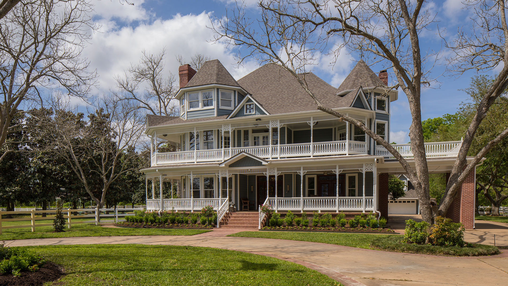 Snatch Up This Gorgeous Houston Area Victorian For 799 000 Southern Living